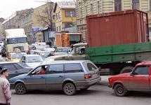 Грузовой транспорт в пробках на улицах Москвы. Фото Граней.Ру