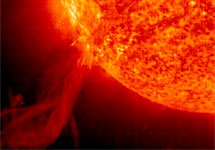 Вспышка на Солнце 25 октября 2003 года. Фото SOHO/NASA/ESA с сайта www.spaceflightnow.com/news/n0211/04soho/