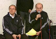 Андрей Ерофеев (слева) и Юрий Самодуров на общественных слушаниях по делу о выставке ''Запретное искусство''. Кадр Граней-ТВ