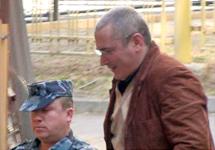 """Михаил Ходорковский перед очередным заседанием суда. Кадр """"Грани-ТВ"""""""