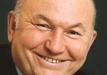 Юрий Лужков. Фото с сайта www.newsland.ru