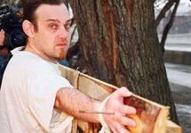 Художественная акция 'Распятие' Олега Мавроматти. Фото plucer.livejournal.com