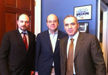 Конгрессмен Джеймс  Макговерн, Гарри Каспаров и Владимир Кара-Мурза. Фото пресс-центра В.Буковского