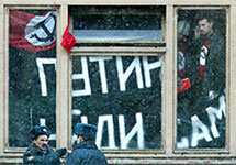 Акция нацболов в приемной президента 14.12.2004. Фото: nbp-info.ru