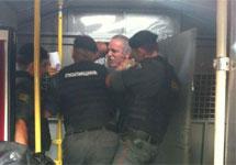Гарри Каспаров в автозаке. Фото из твиттера Olaf Koens @obk