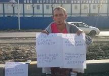 Роман Кузнецов у проходной медиацентра. Фото: @djavik