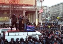 Заблокированные автомобили митингующих. Фото: facebook.com/kniazhytsky