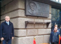 Сергей Капков у дома Леонида Брежнева. Фото Ю.Тимофеева/Грани.Ру