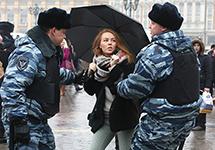 """Задержание на акции в защиту """"Дождя"""". Фото Е.Михеевой/Грани.Ру"""