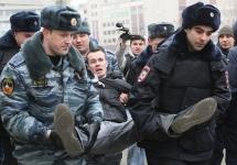 Задержания на антивоенной акции. Фото Е.Михеевой/Грани.Ру