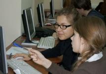 Студенты за компьютером. Фото: msu.ru