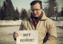 Константин Жаринов на антивоенном пикете, март 2014. Фото Дениса Хорошуна