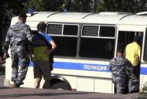 Задержание на Пушкинской за желто-синюю одежду. Кадр Грани-ТВ