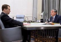 Дмитрий Медведев и Игорь Сечин. Фото: government.ru
