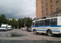 Полицейские машины на площади Ленина в Новосибирске. Фото: @MID_Sibir