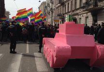 Колонна ЛГБТ-активистов в Петербурге. Фото: instagram.com/bullbullredhag
