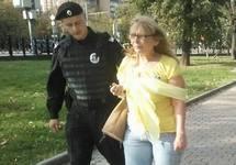Задержание Ирины Калмыковой на Марше мира в Москве. Фото Анастасии Зотовой