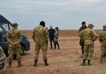 Активисты у подорванной опоры ЛЭП в Чонгаре. Фото: krymr.com