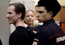 Ильдара Дадина берут под стражу в зале суда. Фото Дмитрия Борко