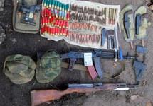 Оружие и боеприпасы из тайника Деда. Фото: dn.npu.gov.ua