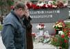 Родственники погибших у памятника на Дубровке. Фото Д.Борко/Грани.ру