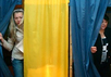 Избирательный участок на Украине. Фото AP.