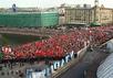 Демонстранты подходят к Болотной площади 6 мая. Кадр МинаевLive
