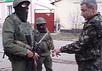 Морские пехотинцы в Феодосии разговаривают с оккупантами. Кадр видео Volodymyr Ariev