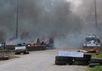 Горящие шины на блокпосту в Славянске. Фото Петра Андрусечко