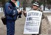 """""""Экстремист"""" Юрий Кутузов на пикете. Фото: nversia.ru"""