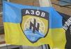 """Флаг Украины с эмблемой батальона """"Азов"""". Фото: 0532.ua"""