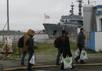"""Российские моряки возвращаются на """"Смольный"""". Фото: ouest-france.fr"""