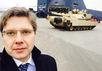 Мэр Риги Нил Ушаков на фоне танка M1A2 Abrams. Фото @nilushakov