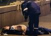 Труп Бориса Немцова на Большом Москворецком мосту. Фото: martin.livejournal.com