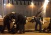 На месте убийства Немцова убирают цветы. Кадр видеоролика