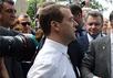 Дмитрий Медведев общается с жителями Феодосии. Кадр видеоролика
