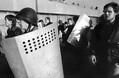 Ополченцы - сторонники парламента с трофейным милицейским вооружением.