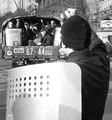 Вечер 3 октября. Люди, вооруженные арматурой и автоматами, едут по Садовому кольцу на армейских грузовиках.
