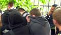 У Хамовнического суда в день приговора. Противники Pussy покидают сцену. Кадр Грани-ТВ