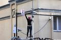 Приговор по делу Pussy Riot. Активистка Татьяна Романова на заборе посольства Турции