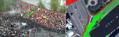18:20 В месте первого рассечения люди отгораживаются от полиции заграждениями, стоявшими у парапета