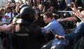 Оттаскивание задерживаемых на Болотной 6 мая. Кадр видеозаписи