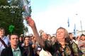 Елена Кохтарева бросает пустую пластиковую бутылку. Кадр видеозаписи