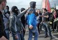 """""""Люди в черном"""": националисты, пришедшие """"троллить"""" колонну Pussy Riot. Кадр видеозаписи"""