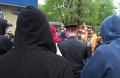 """""""Люди в черном"""": прокремлевская молодежь (""""Наши""""? """"Румол""""?), одетые явно """"под анархов"""" в начале шествия. Кадр видео Олега Козырева"""
