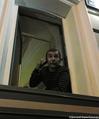 Лев Пономарев в окне захваченного здания ЗПЧ. Фото Дмитрия Борко/Грани.ру