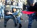 Эпизод Михаила Косенко и омоновца Казьмина на видео Леонида Беделизова