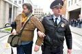 Акция ЛГБТ у оргкомитета Олимпиады. Фото Л. Барковой/Грани.Ру
