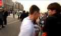 Артем Савелов. Некоторое время сидит на земле с другими демонстрантами, вокруг скандируют лозунги. Обвинение считает это преступлением. Кадр видео