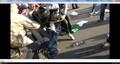 Невидимый человек бьет ногой по шлему Троерина